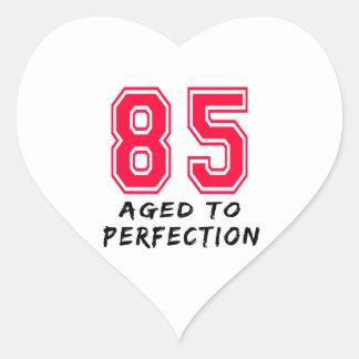 85 envejeció al diseño del cumpleaños de la pegatinas corazon