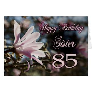 85o cumpleaños de la hermana con la magnolia tarjeta de felicitación