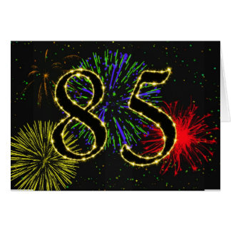 85o Tarjeta de cumpleaños con los fuegos