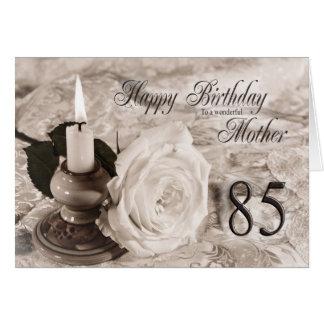 85o Tarjeta de cumpleaños para la madre, la vela y