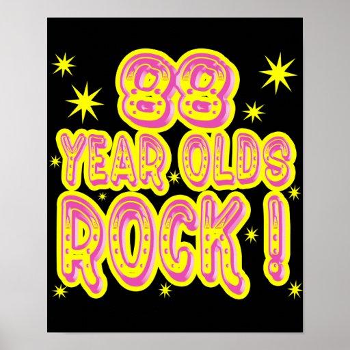 ¡88 años de la roca! Impresión (rosada) del poster
