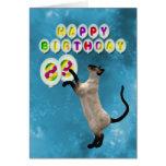 89.o Tarjeta de cumpleaños con los gatos siameses