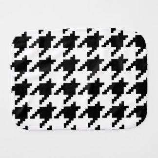 8 Bit Pixel Houndstooth Check Pattern Burp Cloths