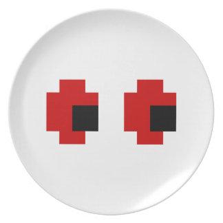 8 ojos fantasmagóricos del rojo del pedazo plato de comida
