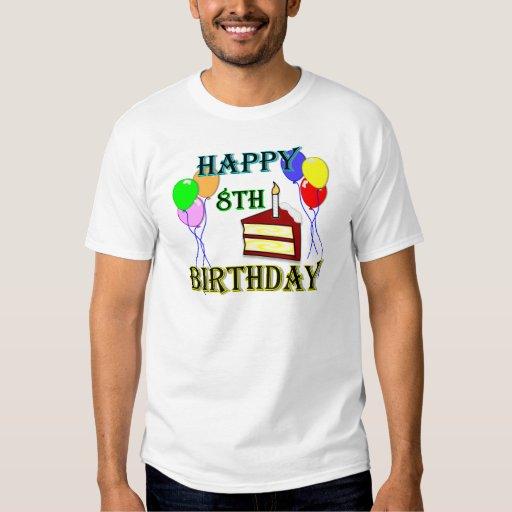 8vo cumpleaños feliz con la torta, los globos y la camisas