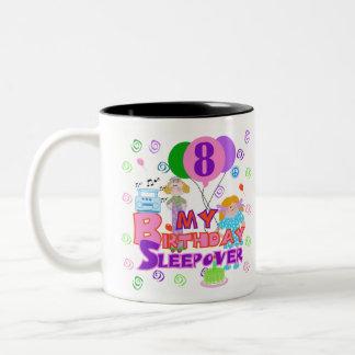 8vo Sleepover del cumpleaños Taza Dos Tonos