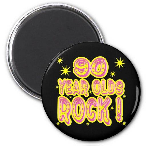 ¡90 años de la roca! Imán (rosado)