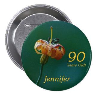 90 años, Pin de oro del botón del lirio