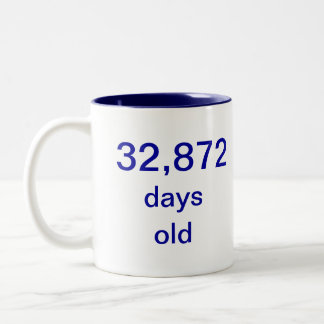90 años taza de dos tonos