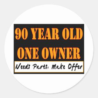 90 años, un dueño - las piezas de las necesidades, pegatina redonda