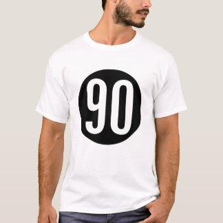 90 en una camiseta del círculo