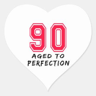 90 envejeció al diseño del cumpleaños de la pegatina de corazon personalizadas