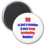 90 es apenas un número imán de frigorífico