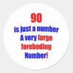 90 es apenas un número pegatina redonda