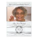 90.o cumpleaños - invitación de plata de la foto