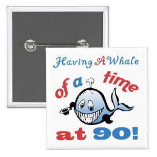 90.o Humor del cumpleaños (ballena) Pin Cuadrado
