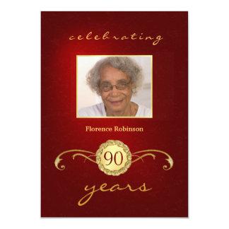90.o Invitaciones del cumpleaños - monograma rojo Invitación 12,7 X 17,8 Cm