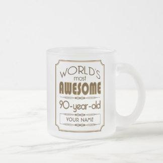 90.o mundo de la celebración del cumpleaños del taza de cristal