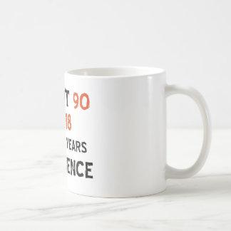 90.os diseños frescos del cumpleaños taza básica blanca