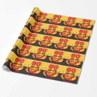 90 y aún cumpleaños caliente de Smokin el | 90.o Papel De Regalo