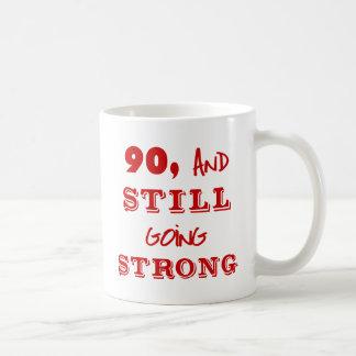 90 y todavía yendo fuerte taza