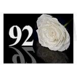 92.o Tarjeta de cumpleaños con un rosa blanco clás