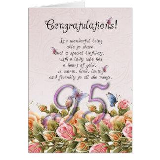 95.a tarjeta de cumpleaños con las mariposas y los