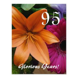 """¡95 años gloriosos! - Fiesta de cumpleaños/lirio Invitación 4.25"""" X 5.5"""""""
