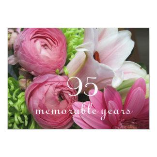 """95.o ¡Celebración del cumpleaños! - Flores rosadas Invitación 5"""" X 7"""""""