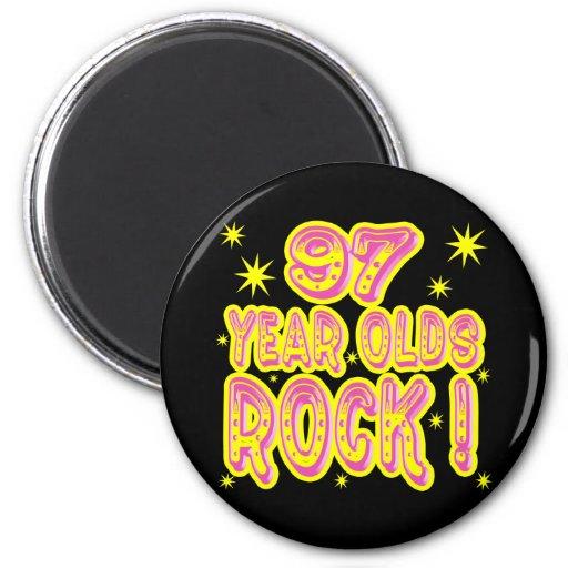 ¡97 años de la roca! Imán (rosado)