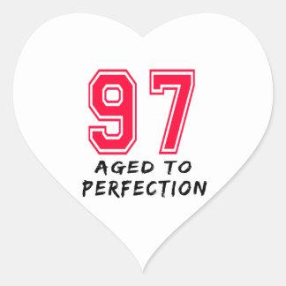 97 envejeció al diseño del cumpleaños de la calcomanía corazón personalizadas