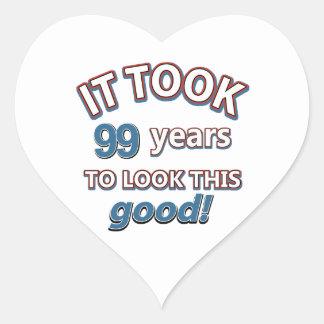 99.os diseños años del cumpleaños pegatina en forma de corazón