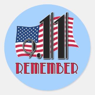 9/11 RECUERDE con las camisetas de la bandera Etiquetas Redondas