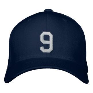 9 nueve gorras bordadas