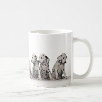 9 perritos dálmatas adorables taza clásica