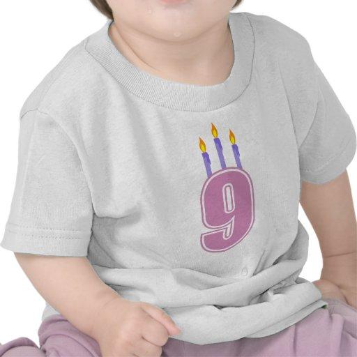9 velas del cumpleaños (rosa/púrpura) camisetas