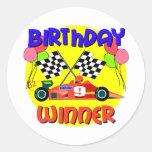 9no Cumpleaños del coche de carreras del cumpleaño Pegatina Redonda