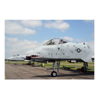 A-10 en linea de vuelo póster