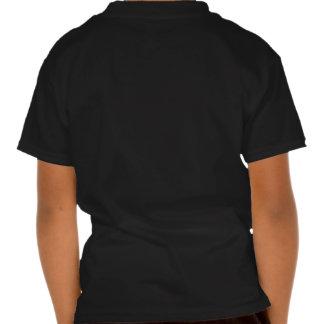 A a camiseta de la oscuridad de la parte posterior