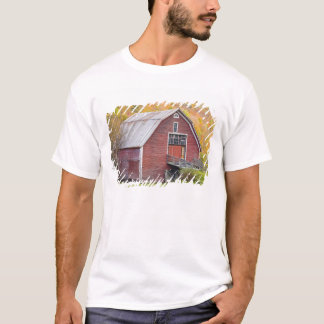 A barn in Vermont's Green Mountains. Hancock, 2 T-Shirt