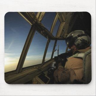A.C. - el piloto de 130 Hércules explora el Tapetes De Ratón