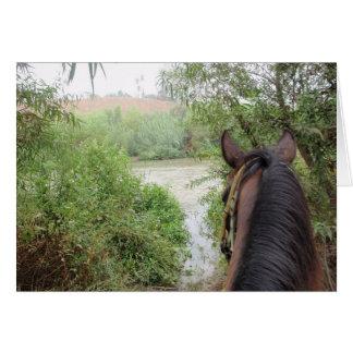 A caballo tarjeta de felicitación del río