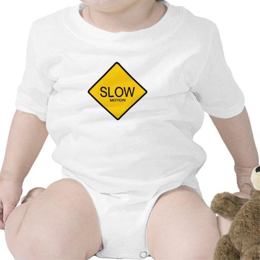 A cámara lenta traje de bebé