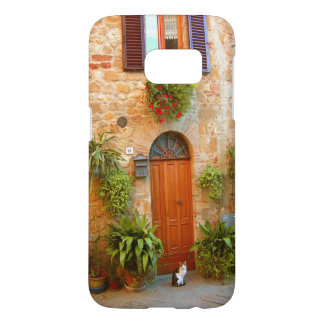 A cat seeks entrance to home in Pienza, Italy Samsung Galaxy S7 Case