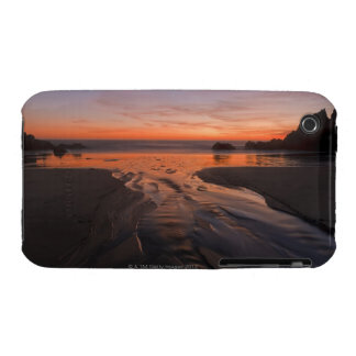 A crescent moon sets through a dusk-colored sky iPhone 3 case