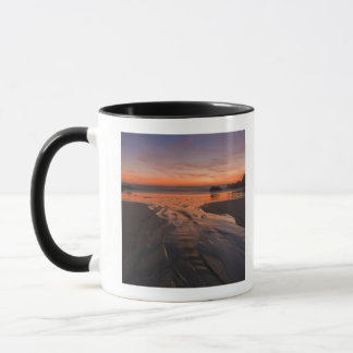 A crescent moon sets through a dusk-colored sky mug
