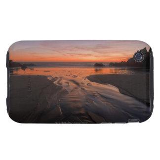 A crescent moon sets through a dusk-colored sky tough iPhone 3 case