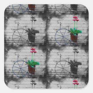 A cuadros blanco y negro con las pequeñas flores pegatina cuadrada