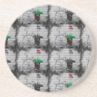 A cuadros blanco y negro con las pequeñas flores posavaso para bebida