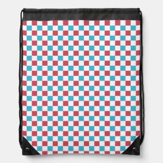 A cuadros rojo, blanco, y azul mochila